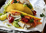 Tacos mit Knusperfisch und Salat